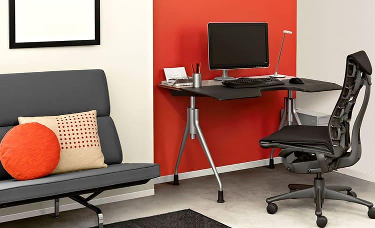 У таких стульев обычно анатомическая форма спинки, которая хорошо снимает нагрузку и подпирает поясницу, а обивка делается из мягких дышащих материаловФОТО: abc-ae.com