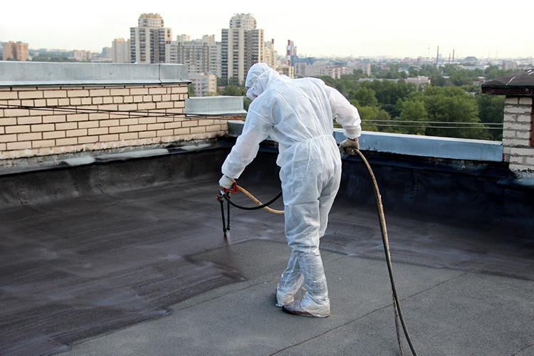 Этот полимерный состав можно использовать на крышах плоского или скатного типаФОТО: rostehpolymer.ru