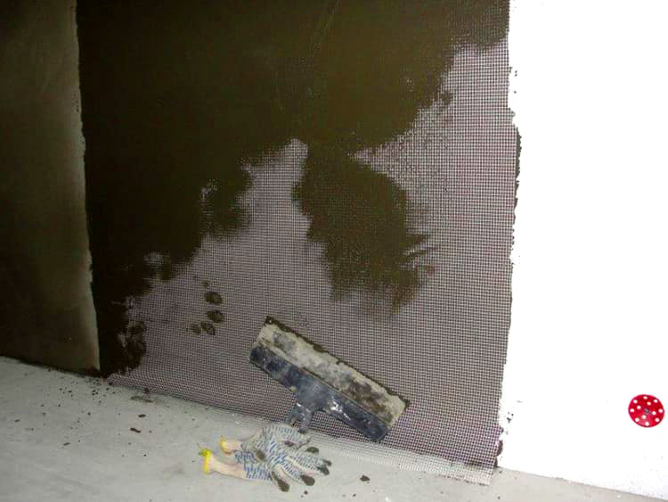 Монтажная пена не подойдёт для стен с шероховатостями