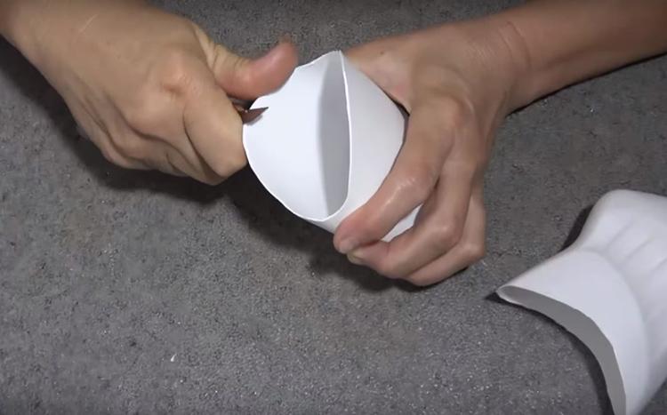 Законцовки по линии отреза нужно обязательно выровнять и тщательно обработать мелкой наждачной бумагой, чтобы край получился гладким, без заусенцев и неровностей