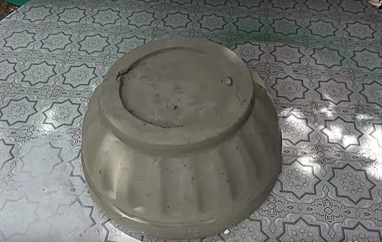На краях и поверхности чаши были небольшие огрехи заливки