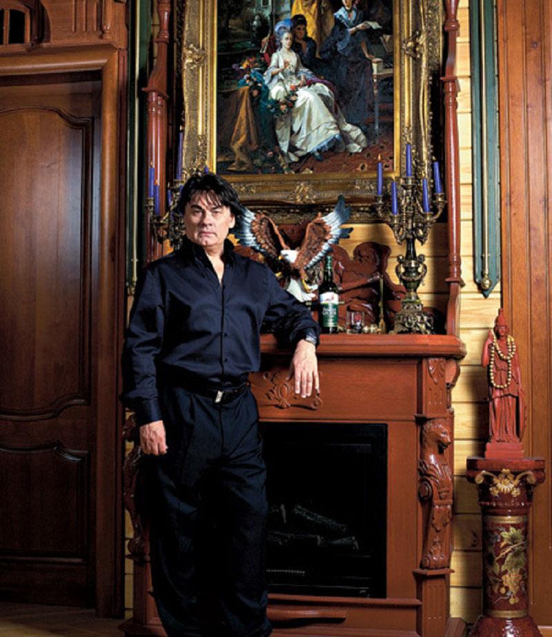 В доме собрана роскошная коллекция картин русских классиков