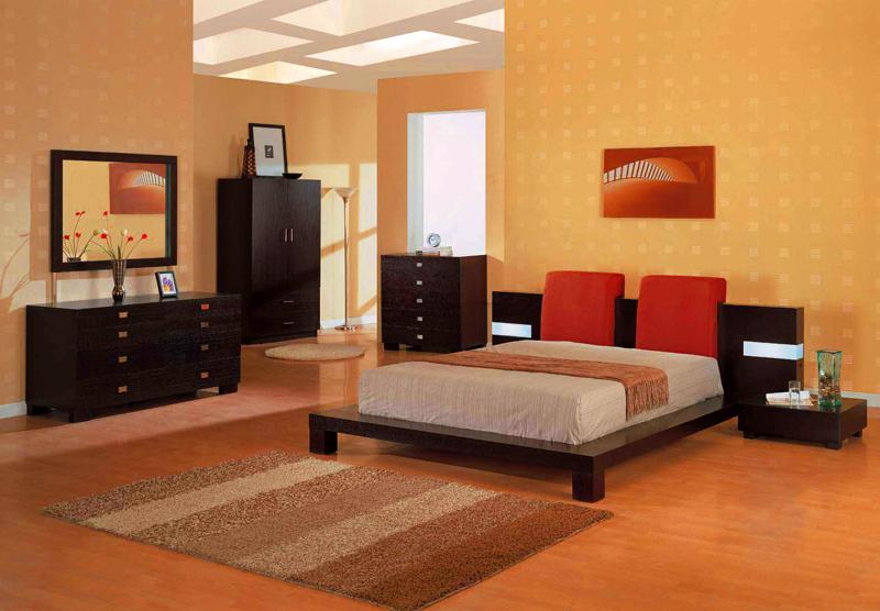 Тёмная мебель хорошо сочетается с тёплыми светлыми оттенками