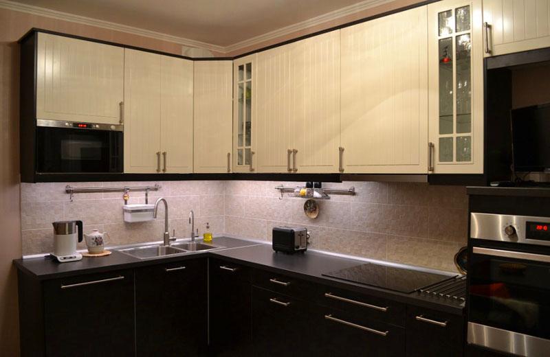 Кухня цвета «венге» и «ваниль»