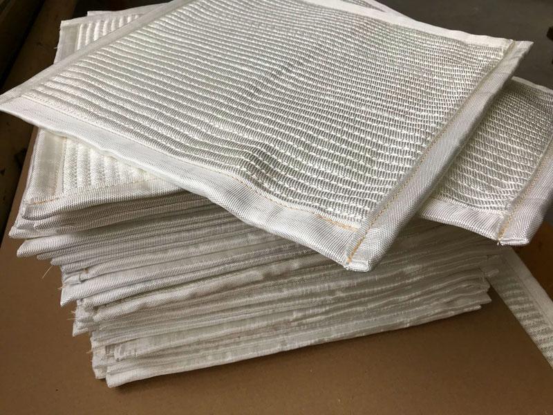 Под печь можно тоже положить фольгированные коврики