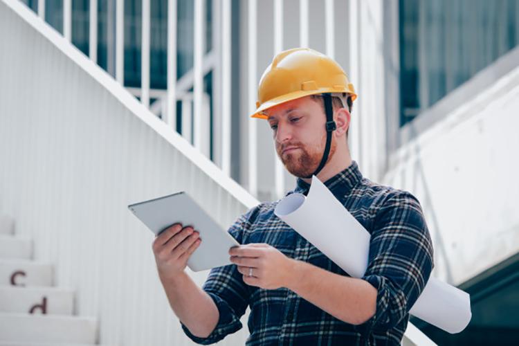 Как инженеру-строителю набирать опыт: интервью главного инженера УК