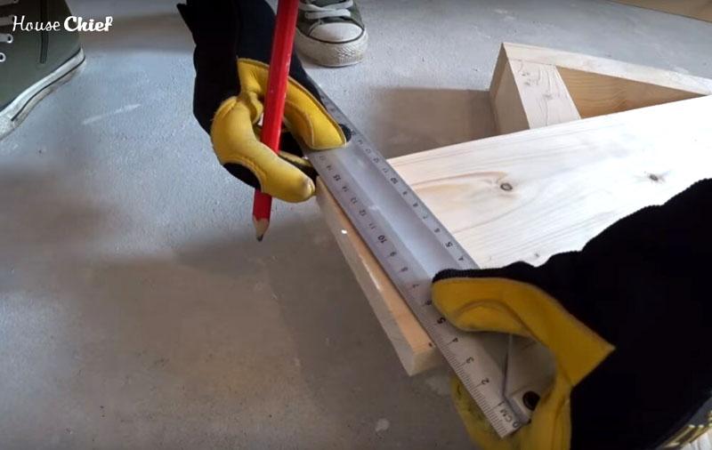 Для большей устойчивости, ножки я немного подрезала, примерно на 1 см с одного конца