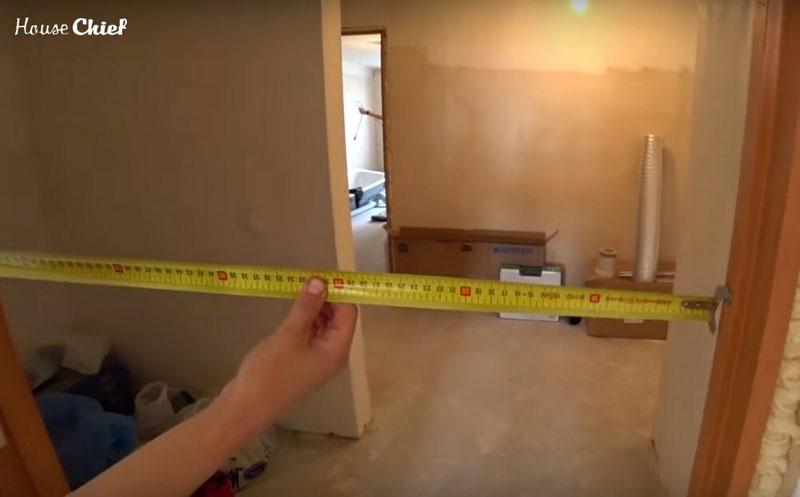 Ширина должна быть такой, чтобы готовый козлик проходил через все дверные проёмы в доме или квартире. Иначе в нём не будет никакого толка, застрянет и всё