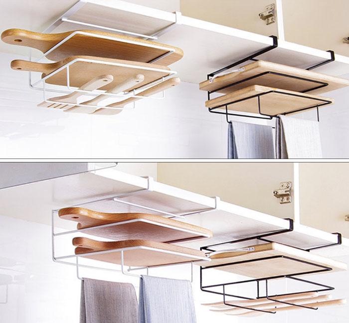 Полочка может вместить сразу 2 разделочные доски, занимает мало места и не утяжеляет кухонный шкаф