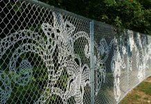 Границу надо чётко обозначить: забор из сетки-рабицы