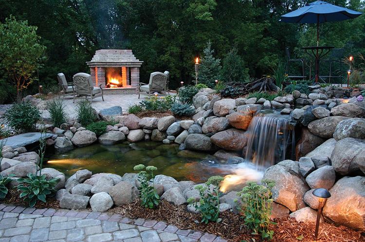 Для оформления этой зоны можно также использовать клумбы, садовые скульптуры, фонтан или водопадФОТО: static.wixstatic.com