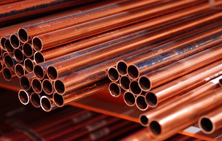 Самыми дорогими являются медные трубы, их выбирают за эстетичный вид и необычайную стойкость к высокому давлениюФОТО: images.assettype.com