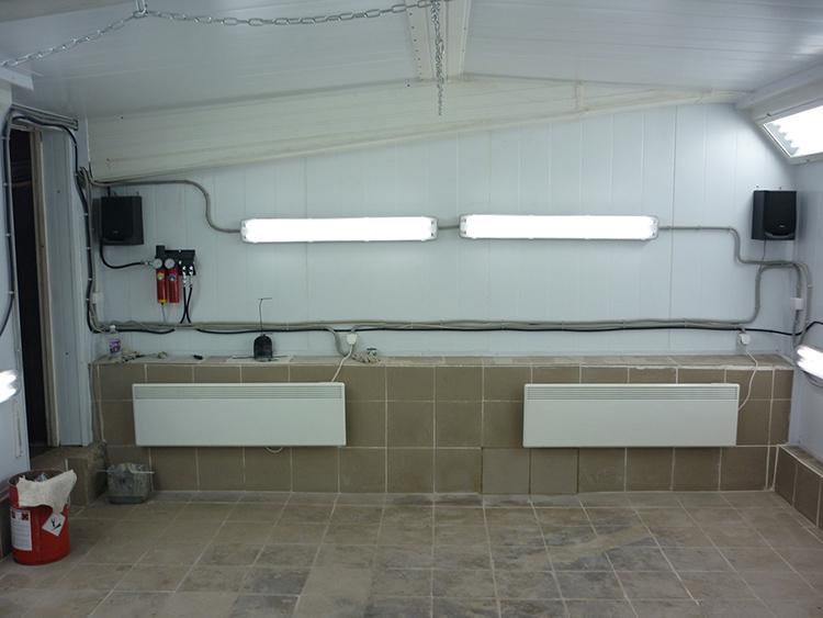 Если гараж пристроен к дому, можно провести трубы от основного отопленияФОТО: kuzovspec.ru