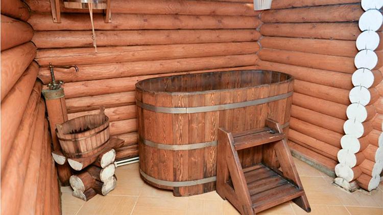 Если, в первую очередь, важен оздоровительный эффект – то вам нужна деревянная бочкаФОТО: saunamap.ru