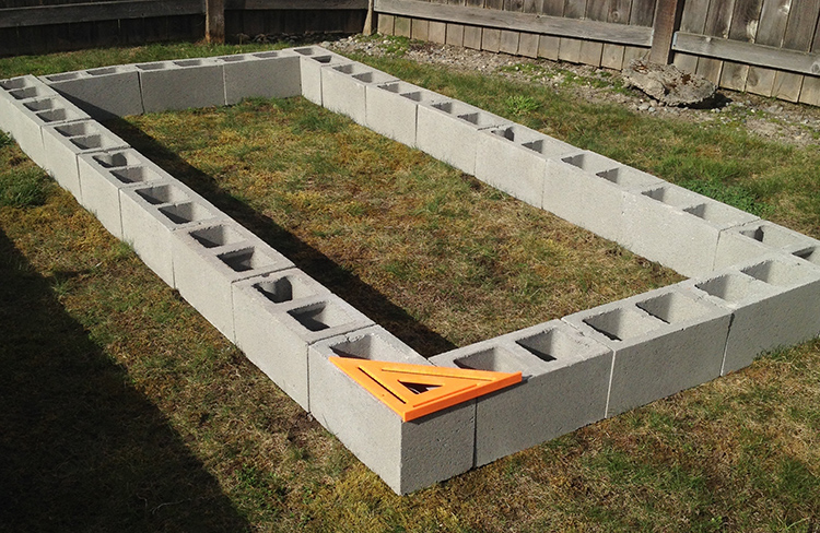 Для строительства можно использовать и полые блокиФОТО: united-fellowship-chapel.com