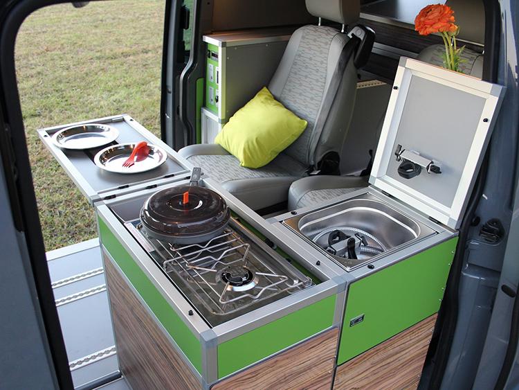 Такие кухни на баллонах занимают не много места, и топлива в них хватает очень надолгоФОТО: i.wheelsage.org