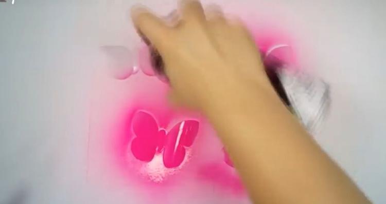 Покраска бабочекФОТО: youtu.be