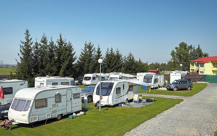Домики на колёсах реально сдавать в аренду отпускникам или создавать в курортных местечках автопарки или передвижные отелиФОТО: pitchup.com