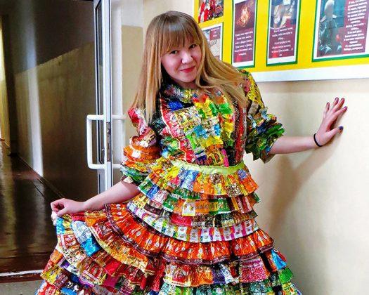 Чтобы сшить такое платье нужно быть настоящей сладкоежкойФОТО: art-mumu.ru