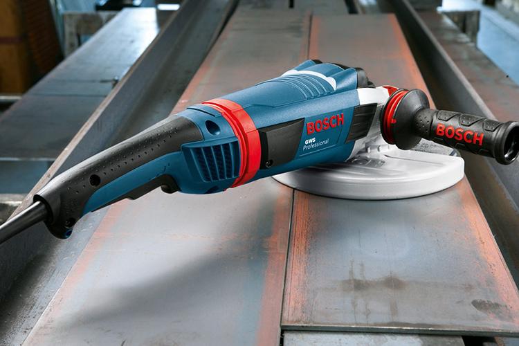 Болгарка с разными дисками – основной инструмент необходимый для изготовления железного мечаФОТО: images-na.ssl-images-amazon.com