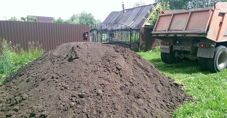 При необходимости, в зону земледельческих работ можно завести плодородную почву или удобрить ту, что имеетсяФОТО: u1.filesonload.ru