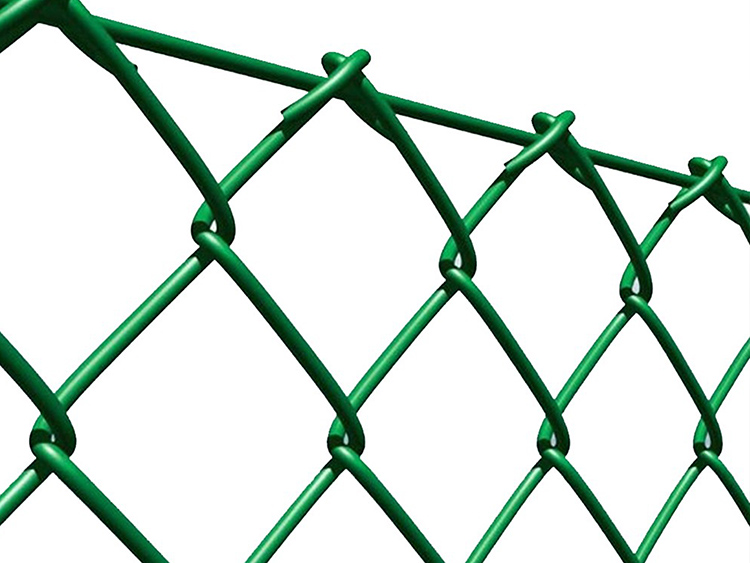 Цвет ПВХ-покрытия сетки-рабицы для забора выбирается индивидуальноФОТО: ingrossosilcos.files.wordpress.com