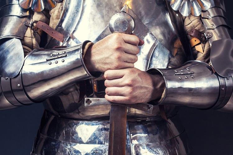 Длинный меч должен доставать от земли до середины груди воинаФОТО: i.pinimg.com