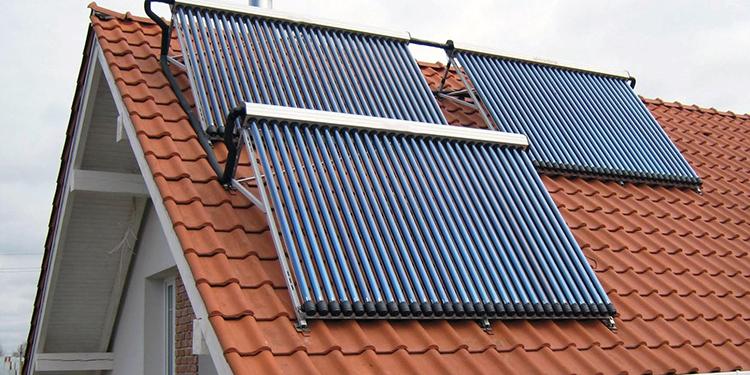 Так выглядят солнечные коллекторы на крышеФОТО: a-trade.com.ua