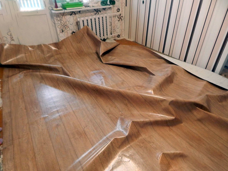 После такого обращения с материалом линолеум может и вовсе не выровнятьсяФОТО: dekoriko.ru