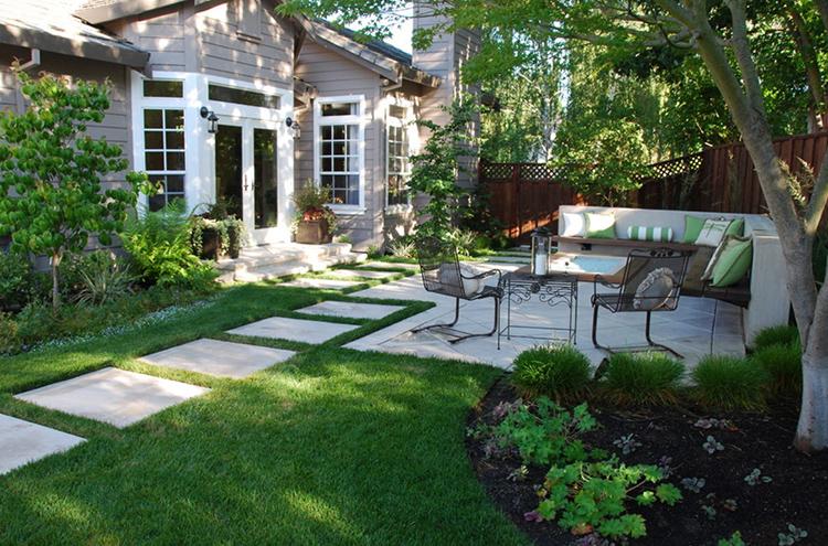 Для оформления этой зоны есть множество вариантов: от креативного сада камней до небольшого водоёма или фонтанаФОТО: solar-battery.com.ua