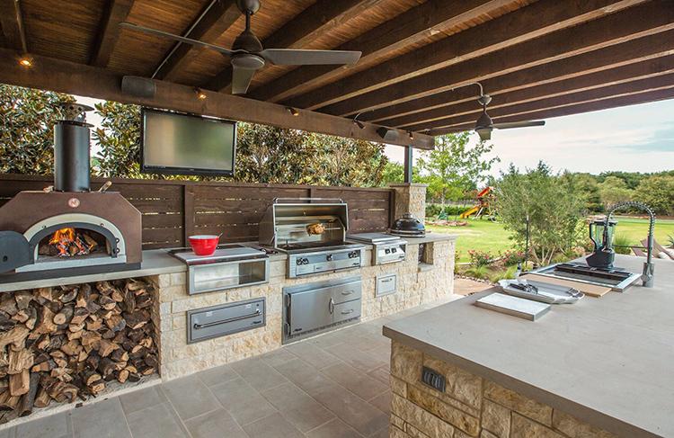 Здесь же вы можете разместить зону для приготовления блюд на открытом огне: мангал, барбекю, тандыр или даже установить комплексную печь, в которой будет находиться все вышеперечисленноеФОТО: i.pinimg.com