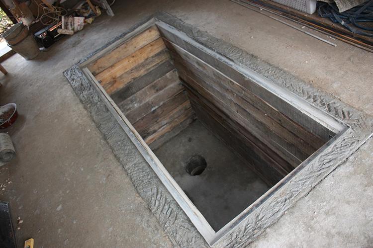 Если вы всё-таки решите делать яму, то оптимальными будут такие габариты: ширина 1 м, длина – 2 м, глубина – 180-200 смФОТО: carnovato.ru