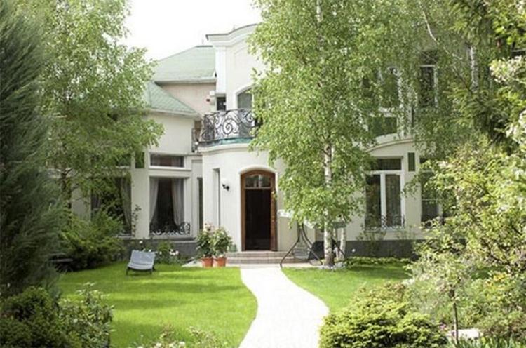 Задний дворик полностью скрыт от соседских глазФОТО: domzamkad.ru