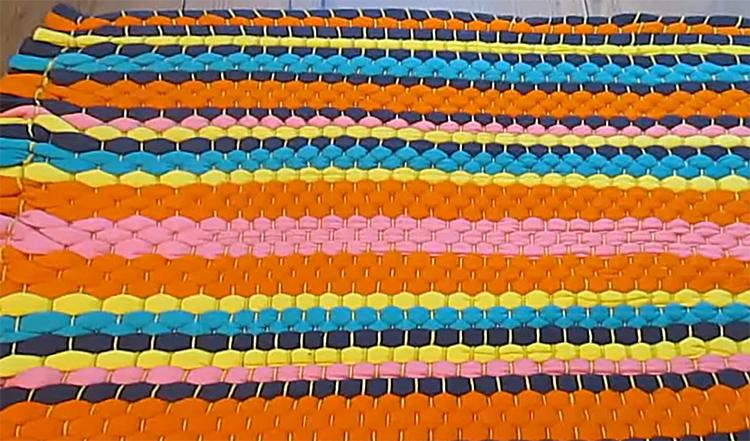 Посмотрите, как эти футболки заиграли новыми цветами в моём коврике