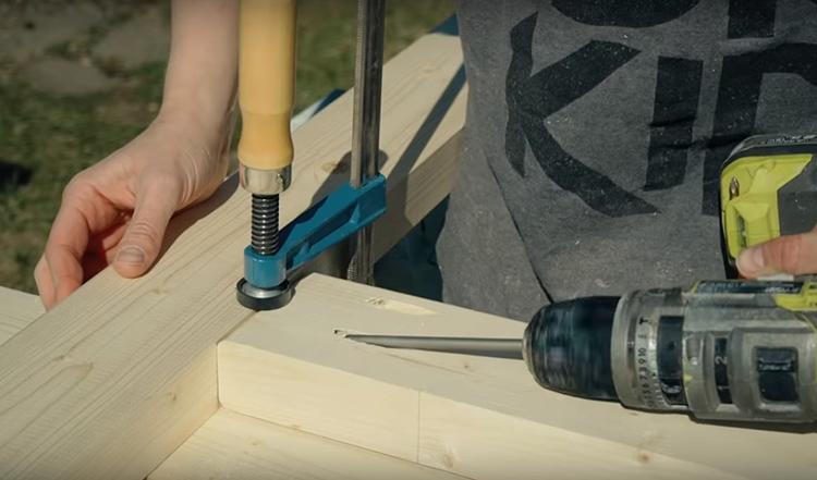 Именно с помощью таких соединений можно выполнять стыки деревянных деталей без люфта и прочих недостатков