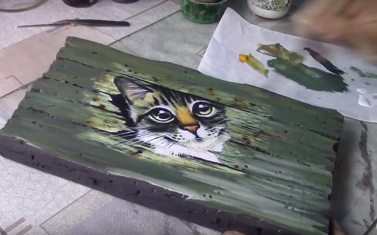 Используйте разные оттенки краски для тонирования, захватите края изображения или надписи
