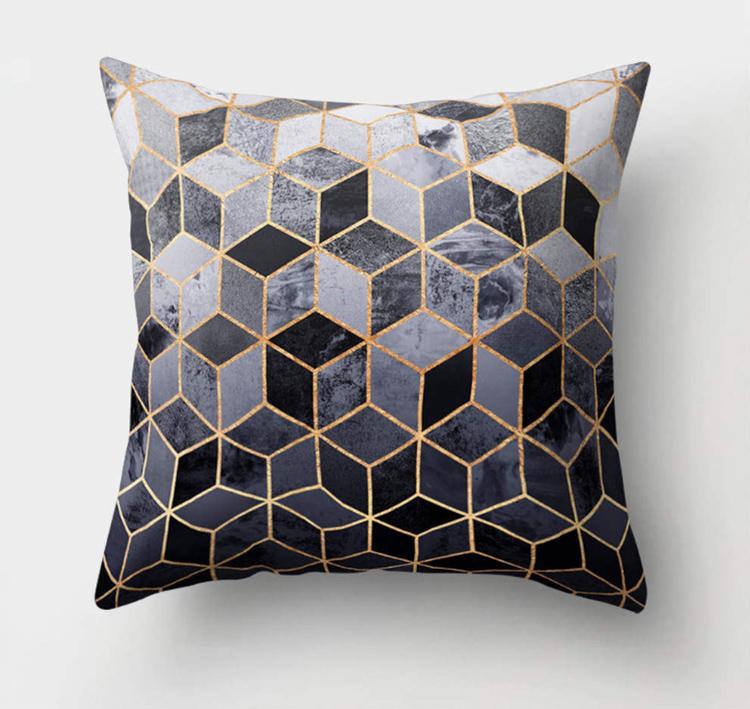 Современные ткани позволяют подушкам надолго сохранить цвет, не теряя при этом внешний видФОТО: ru.aliexpress.com