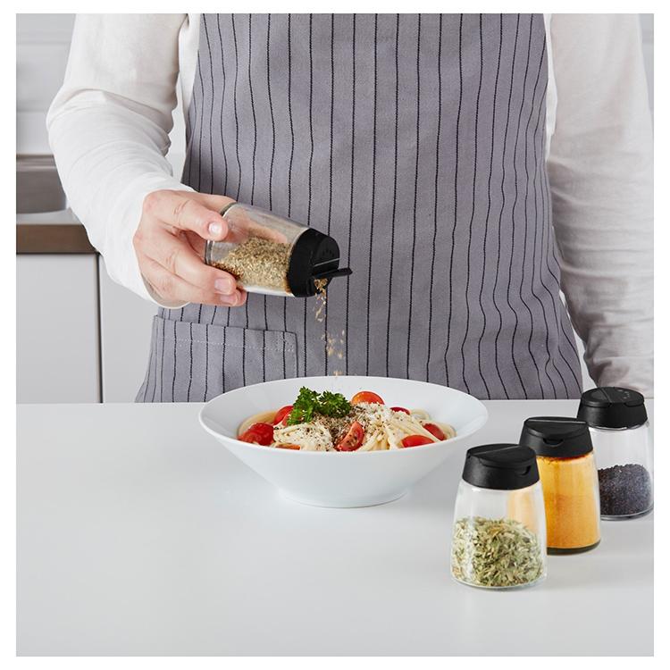 Вполне вместительные контейнеры станут украшением вашей кухни, и вы всегда будете видеть расход приправФОТО: ikea.com