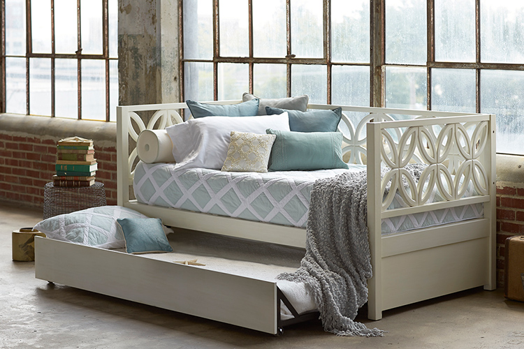 Кушетка со спальным местом — красота, практичность, функциональностьФОТО: stroy-podskazka.ru