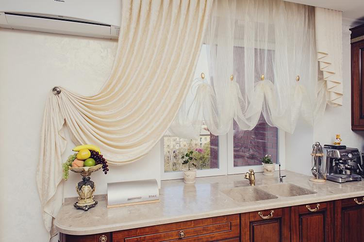 Занавесь из тюля сделает любую кухню уютной и наряднойФОТО: yellowhome.ru