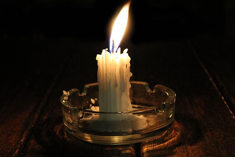 Проблема свечей в том, что они оплавляются и быстро сгорают, оставляя лишь парафинФОТО: pixabay.com