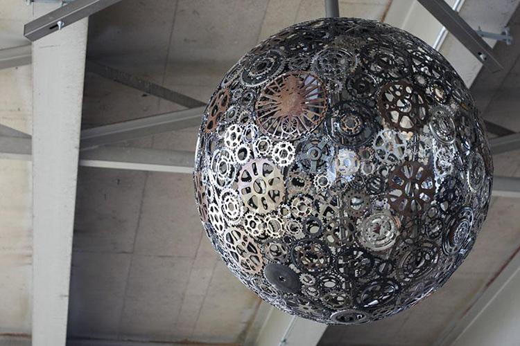 Самодельная люстра может быть настоящим произведением искусстваФОТО: rigolusnew.s3.amazonaws.com