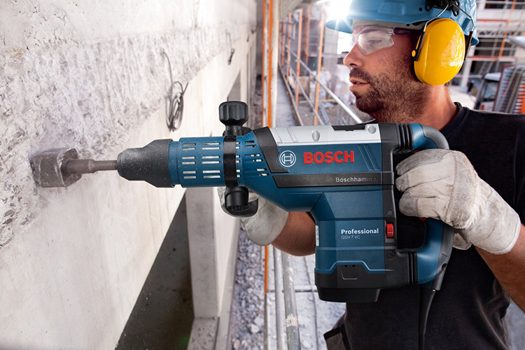 Электрический отбойный молоток – надёжный помощник строителя и отделочникаФОТО: kubaninstrument.ru