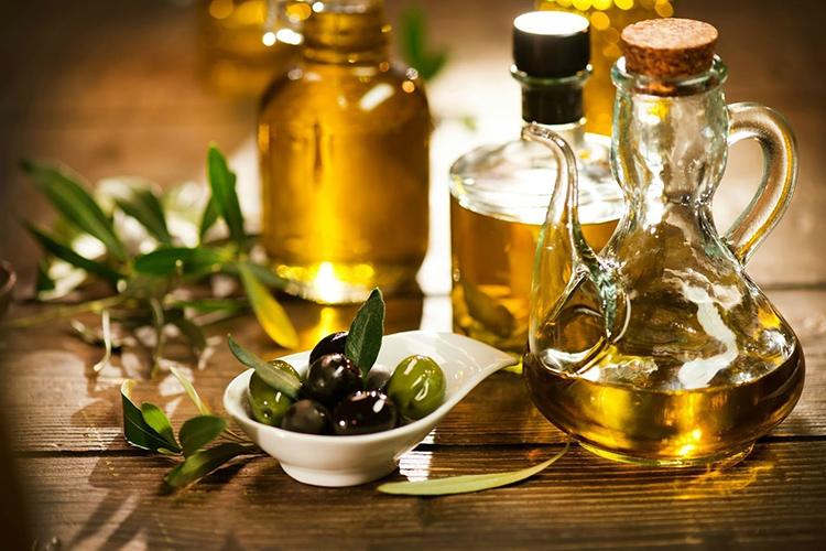 Оливковое масло найдётся не на каждой кухне, а потому вполне подойдёт и подсолнечноеФОТО: osbplity.ru