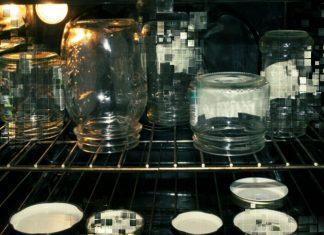 Экономим своё время: почему стерилизация банок в духовке становится такой популярной