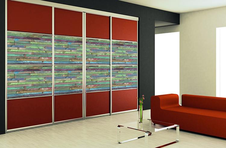 Самоклейкой можно оформить встроенную мебель в гостиной. Подберите интересное сочетание рисунка и однотонной фактурыФОТО: e.allegroimg.com