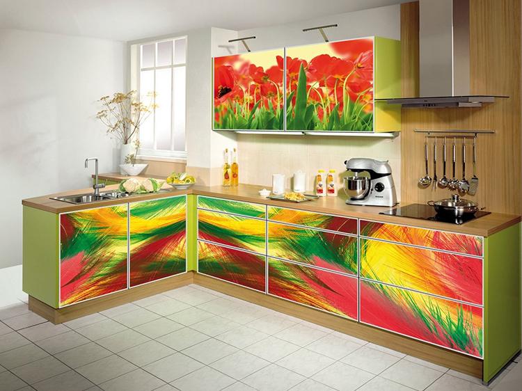 Яркая плёнка с рисунком или без него будет отлично смотреться на кухонной мебелиФОТО: avatars.mds.yandex.net