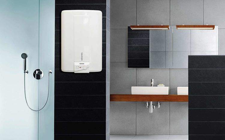 Настенные электрические водонагреватели имеют небольшой объёмФОТО: сантехникс.рф