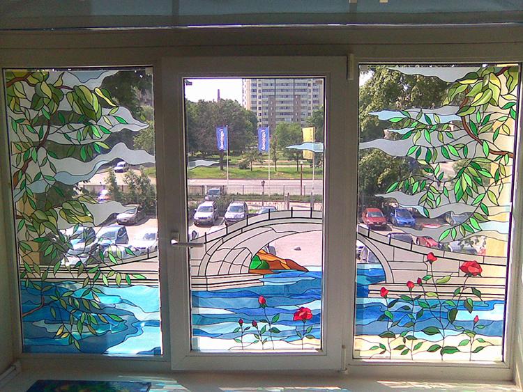 Самоклейка на окне полностью преобразит пейзажФОТО: city.ck.ua