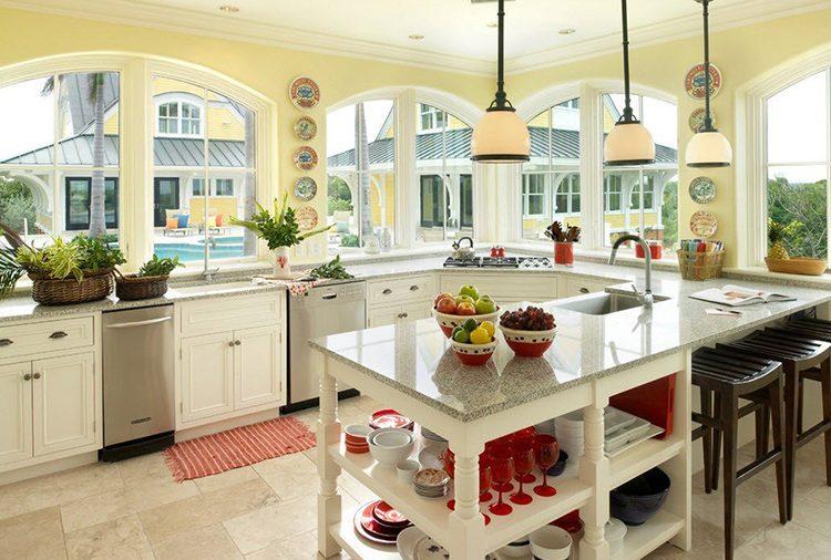 В большой кухне сложнее разместить мебель правильно, однако и это возможноФОТО: yandex.ru